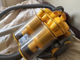 DYSON DC11 BAGLESS CYCLONIC CYLINDER VACUUM CLEANER Only used couple of times.