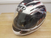 MT Childs Motorcycle Helmet. CHILDS SIZE L (53-54)