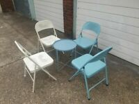 4 METAL FOLDING CHAIR IN WHITE AND 1 SMALL TABLE TUQUOISE GOOD CONDITION