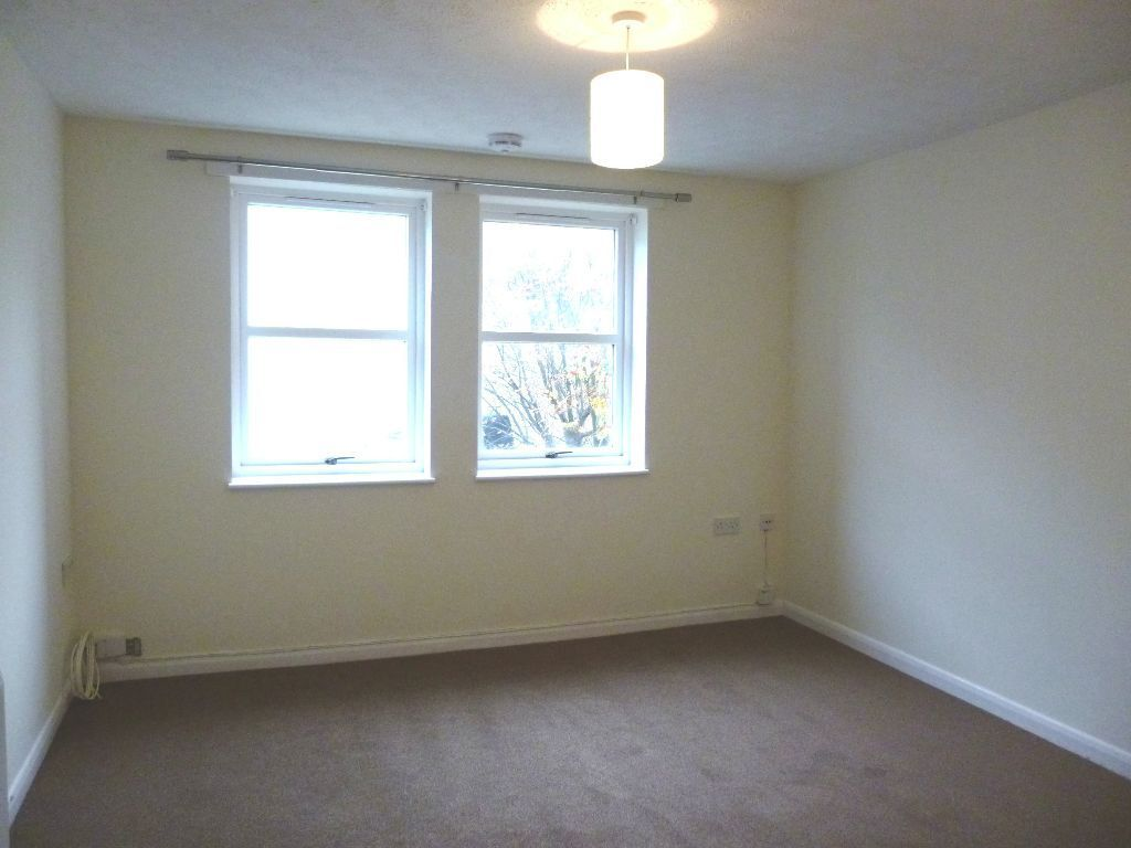 Ref 851: Lovely 2 bed unfurnished property on Orwell Terr, Dalry with private parking, avail 7th Dec