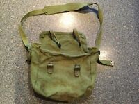 VINTAGE RETRO green canvas bag. Great for fishing 🎣/uni/artists/ hobbies & even packed lunch !!!