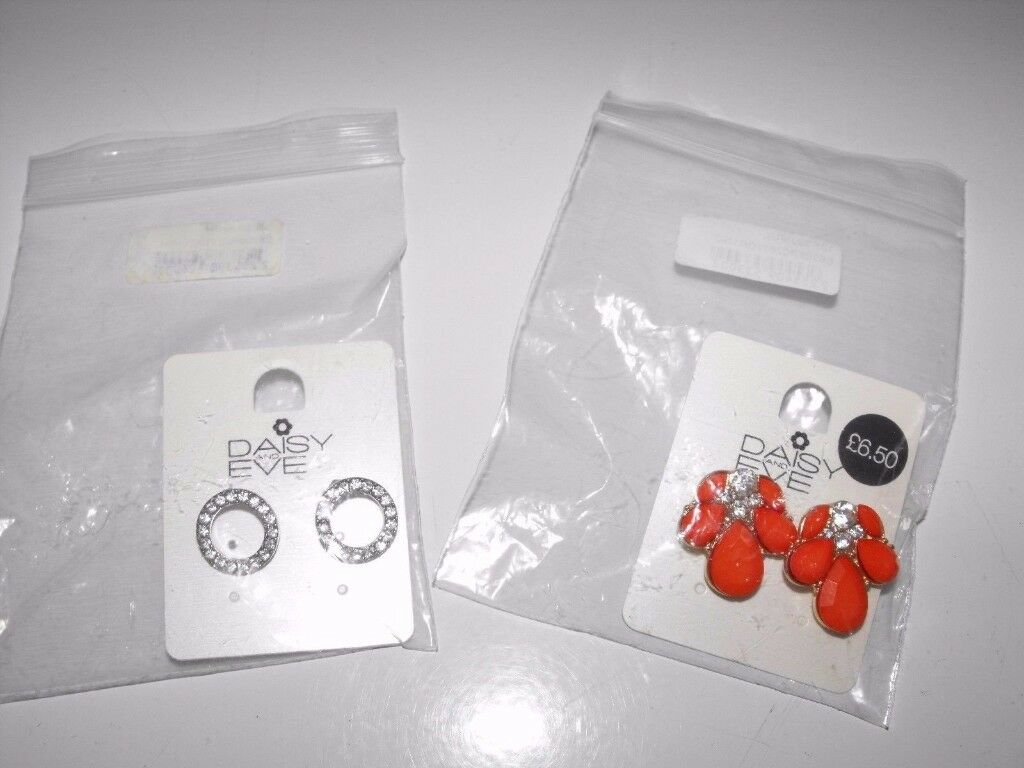 2 x Pairs Stud Earrings *New & Sealed* Great Gift 4 Christmas Xmas Secret Santa