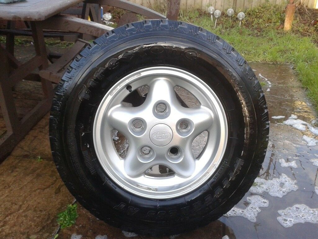 Land Rover Discovery Alloy Wheel and Tyre