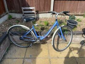 Girls/ladies Cambridge bike