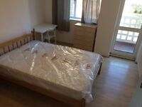 Double Room with balcony - 10 mins walk to Canary Wharf - Bills Included - £159 per week