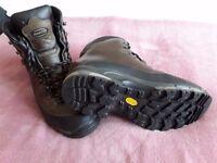 ZAMBERLAN WALKING BOOTS. SIZE 9 V10Z PLUS GTX RR WL IN WAXED CHESNUT