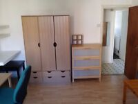 flatshare 3 Double bedrooms to rent for 3 sharers in self contained flat
