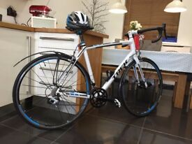 Trek 2.1 Madone road bike - very good condition; size 54cm, Ultegra 10 x2 speed + extras