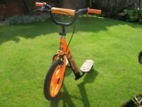 SCOOTER ACTION MAN 3 WHEELS, IT IS IN EXCELLENT CONDITION, It has a front brake.