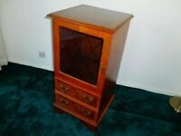 STEREO OR DRINKS /CABiNET IN YEW