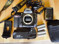 Nikon D700 + MB-D10 battery pack