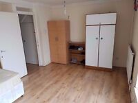 TRIPLE ROOM IN FINSBURY PARK