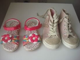 2 pairs of shoes size 7
