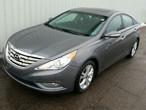 2011 Hyundai Sonata GLS LOADED GLS EDITION WITH SUNROOF AND AC!