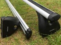 Lockable, adjustable roof bars