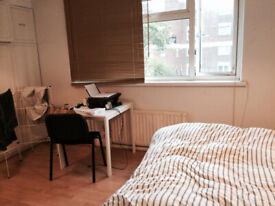 Great spacious room available to rent in Whitechapel area - Small deposit and bills included