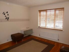 LOVELY 2 BED HOUSE IN BARKING, 2 MINS FROM BUS STOP, AVAILABLE NOW!