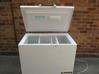 Chest freezer, Large Chest freezer with 2 baskets & interior light