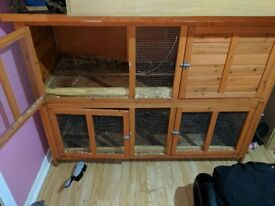 Selling large rabbit hutch