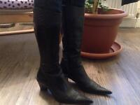 Leather cowboy Size 6/7 boots