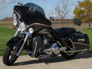 2006 harley-davidson FLHTCUSE4 CVO Ultra Classic Electra Glide   London Ontario image 4