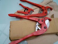 Plastic pipe cutters up to 63.mm and 15.mm to 32 mm