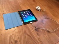 Ipad 3 (32GB + protective blue case + charger)
