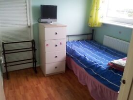 CLEAN SINGLE ROOM IN PAIGNTON. ALL BILLS INCLUSIVE