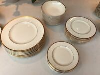 Royal Doulton Complete 12 place dinner, tea and coffee service (107 piece)