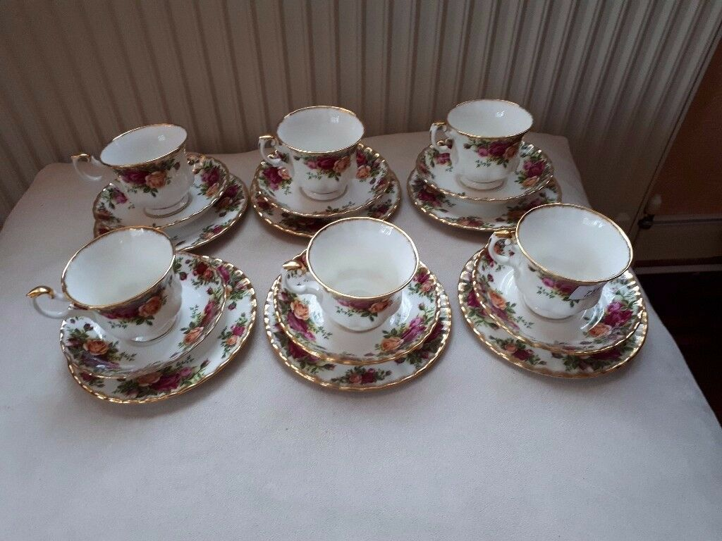 ROYAL ALBERT. 'OLD COUNTRY ROSES' CHINA TEA SET. 18 PIECES. 1ST QUALITY