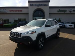 2015 Jeep Cherokee HEATED SEATS AND STEERING WHEEL WITH V6!