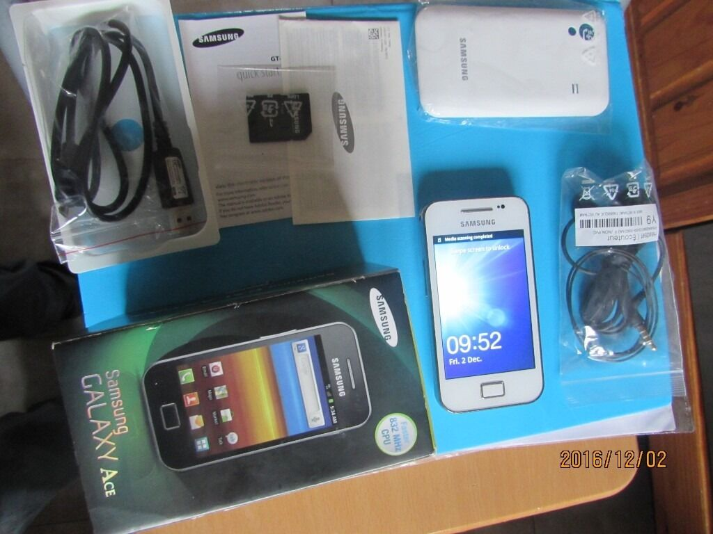 Samsung Galaxy ace GT-S5830i white unlocked boxed Excellent condition
