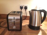 Kettle + 2 slice toaster. Almost new!