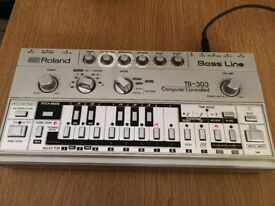 ROLAND TB 303 WITH ORIGINAL CARRY CASE