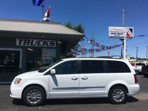 2016 Chrysler Town & Country BEAUTIFUL LUXURY VAN !!