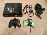 XBOX 360 S 250GB Console with 2 Controllers and 7 Games