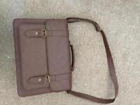 Brown briefcase /satual