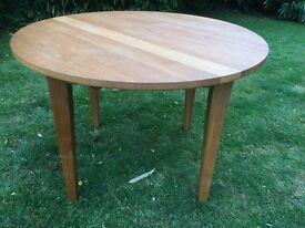 Beautiful round beech table and 4 wooden chairs