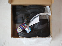 pair of Metguard safety boots size 9