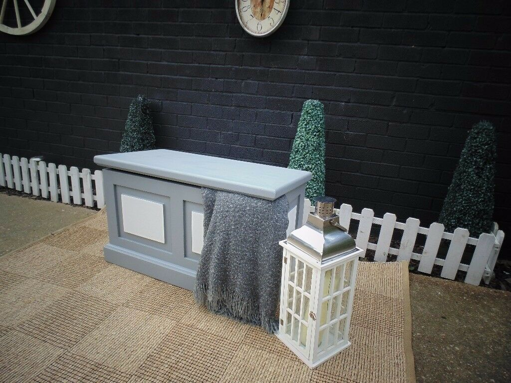 SOLID PINE FARMHOUSE BLANKET BOX PAINTED WITH LAURA ASHLEY PARIS GREY AND PALE DOVE