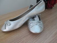SILVER DISTRESSED PUMP SHOES SIZE 7 NEW