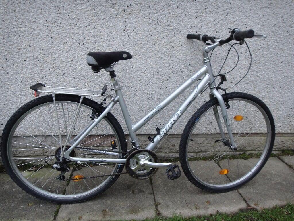 Giant Cypress Ladies City Bike 28 Inch Wheels 18 Gears 19 Inch