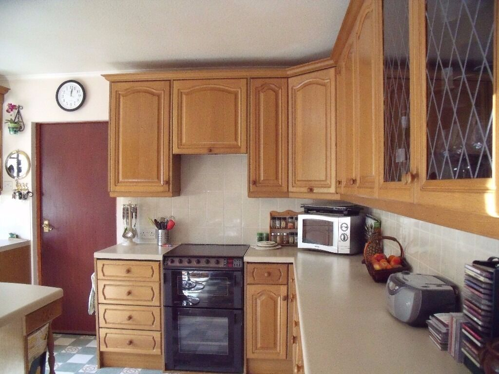 Fantastic fully assembled magnet light oak kitchen units for Oak kitchen units for sale