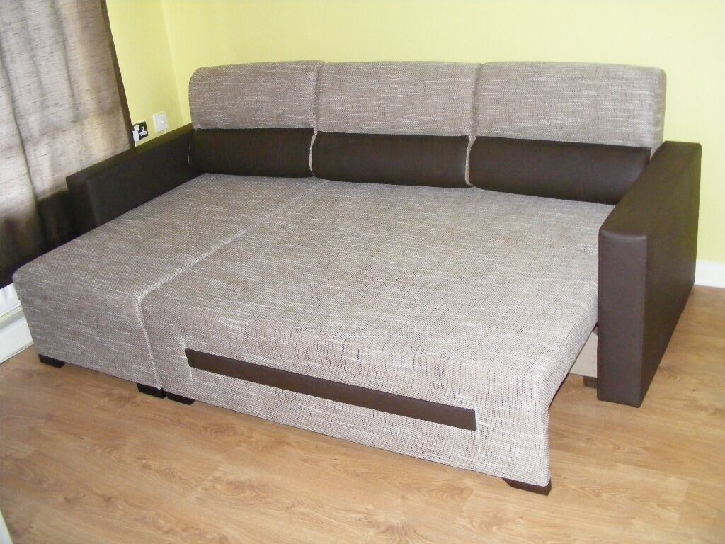 CAN DELIVERBEAUTIFUL FABRIC AND LEATHER CORNER SOFA BED WITH