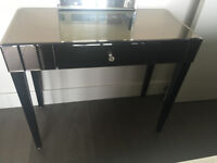 Mirrored dressing table with drawer incl a removable mirror in new condition