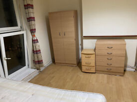 BIG DOUBLE ROOM CLOSE TO VAUXHALL AND STOCKWELL - 650 PCM (COUPLES) - 600 PCM (SINGLE OCCUPANCY)