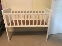 Crib with or without mattress