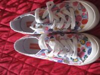 ladies rocket dog pumps. pink flowered. hardly been worn size 5