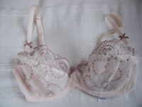 ** NEW ** M&S, Marks & Spencer's Underwired Bra. Colour: Flesh. Size 32D. £5 ovno. Happy to post.