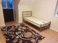 Room to let in Hillmorton/Duzy pokoj do wynajecia w Hillmorton/Centrum